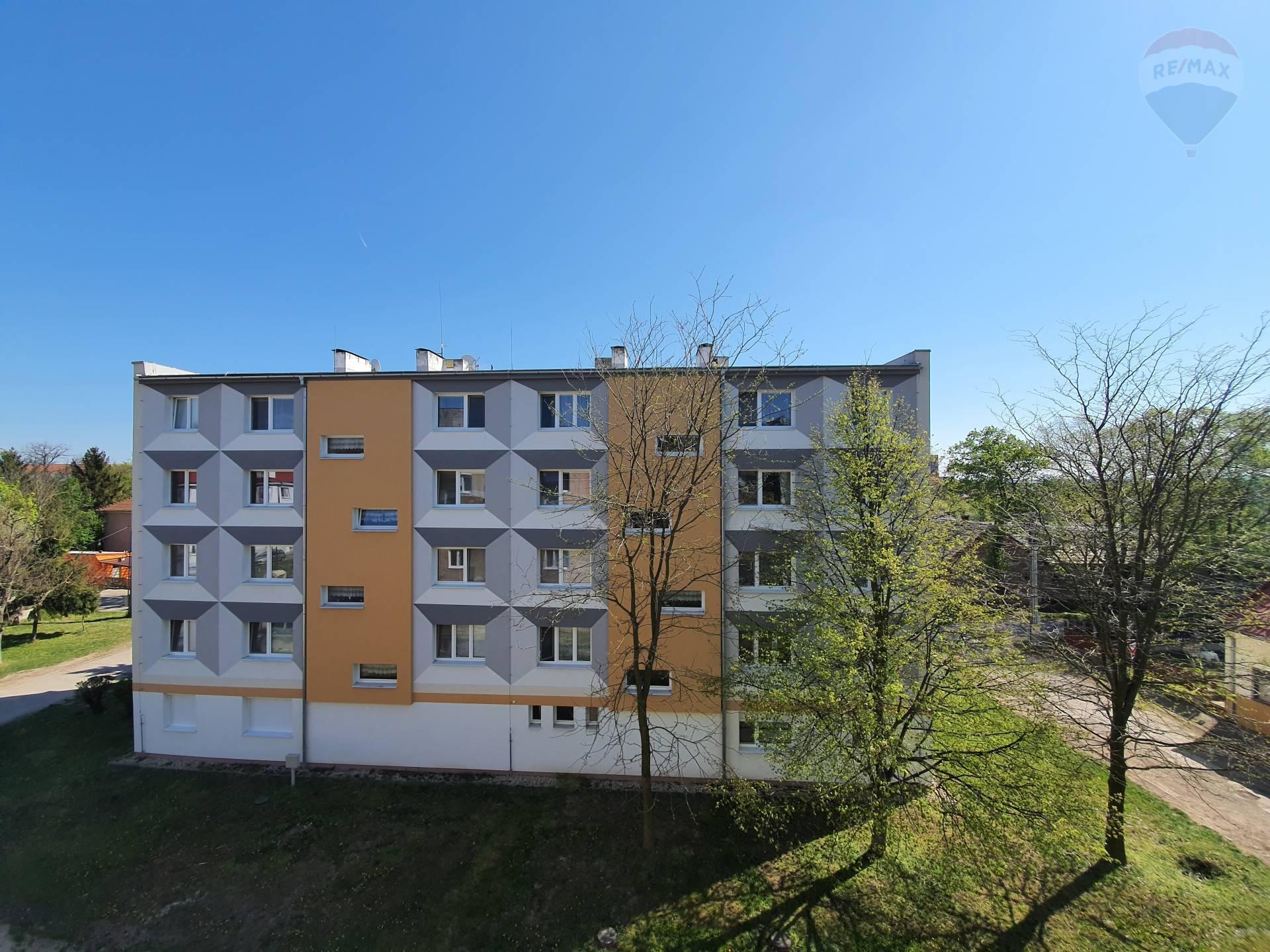 predaj 2 izbový byt Želiezovce, Fučíkova