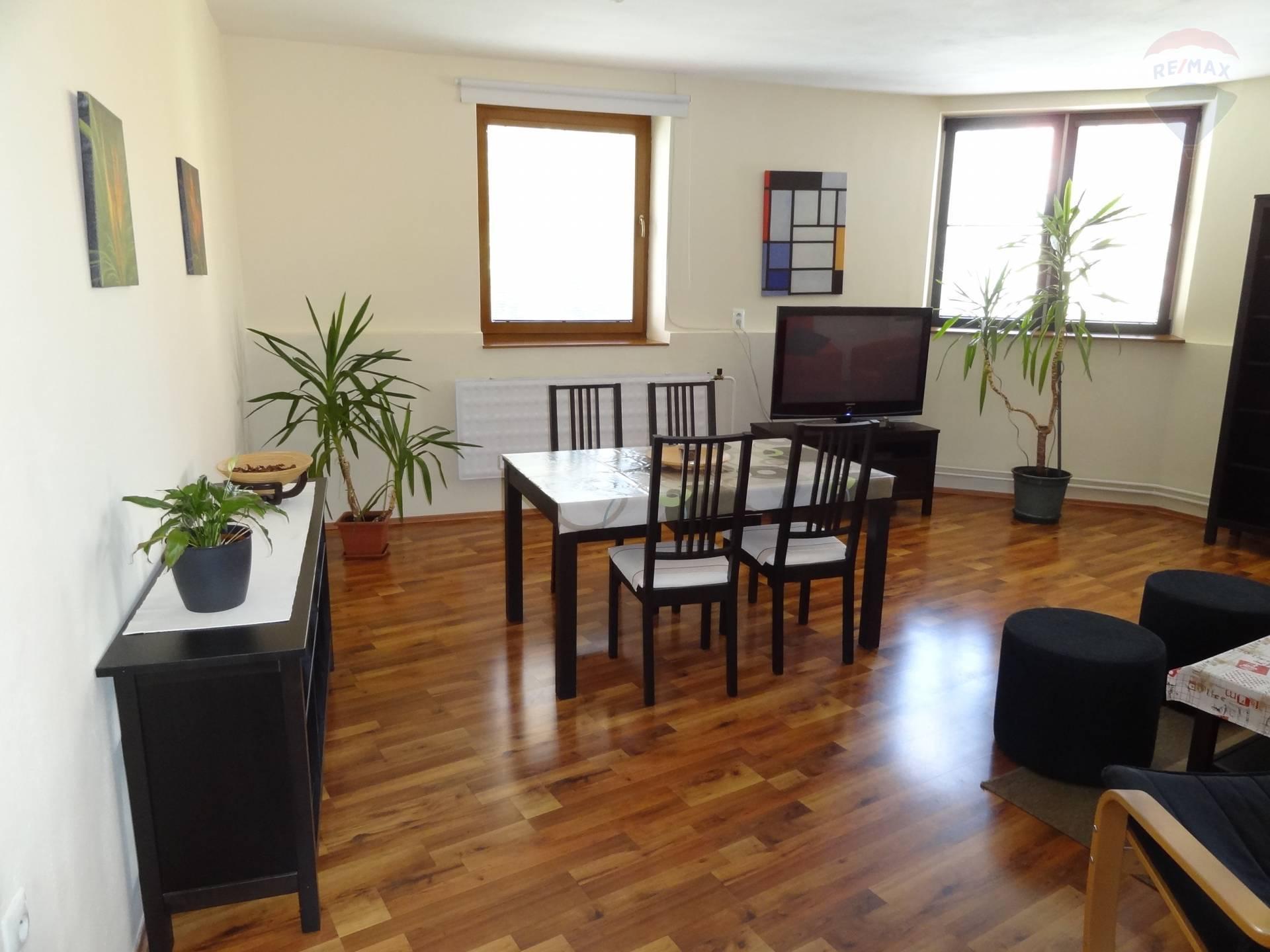 prenájom 3 izbový byt Nitra, Farská