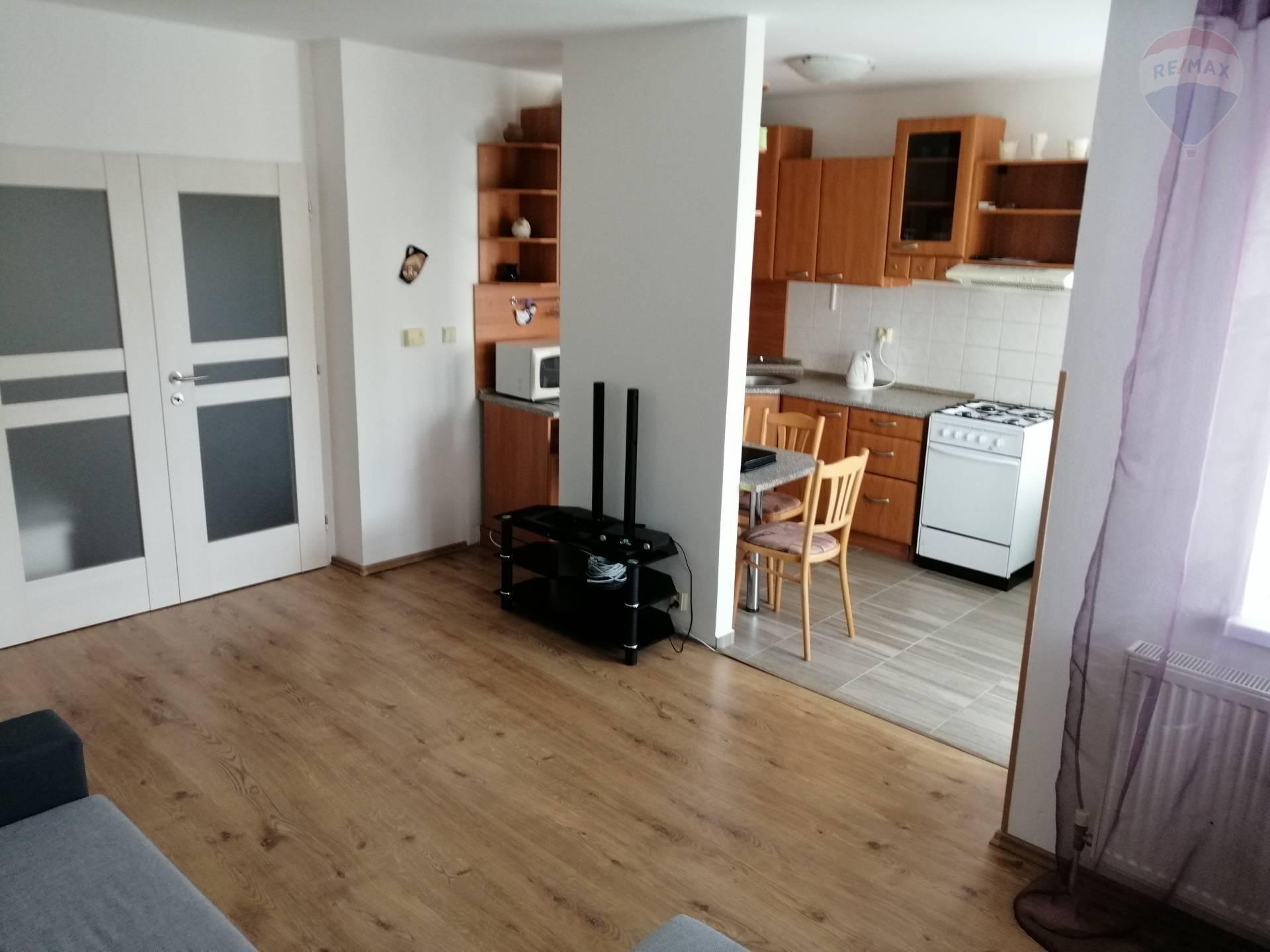 prenájom 2 izbový byt Nitra, Južná